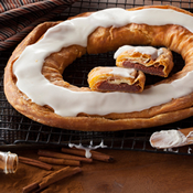 Cinnamon Roll Kringle (S021)
