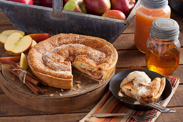 Thanksgiving kringle pie with ice cream