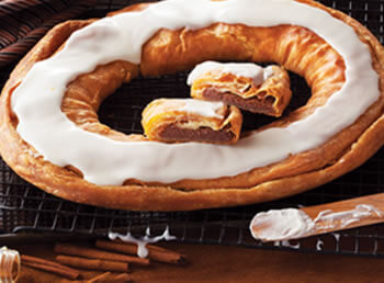 Cinnamon Roll Kringle