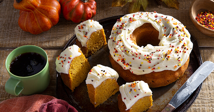 Item #: 320 - Pumpkin Crown Cake