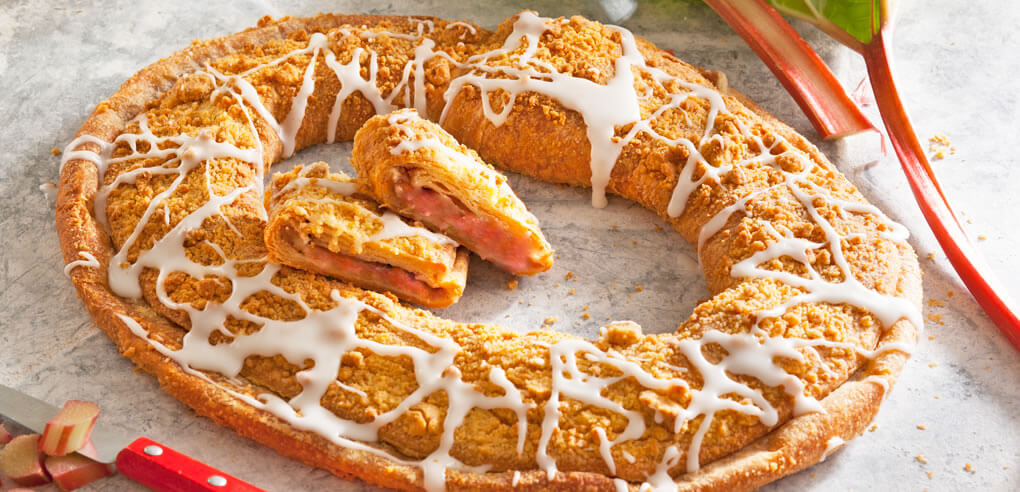 Rhubarb Streusel Kringle